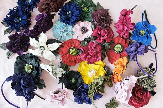 Яркие аксессуары - цветы из кожи и ободки для волос!