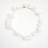 Веночек с белыми цветами