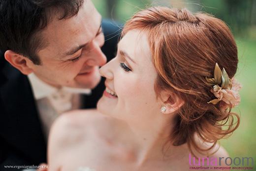 Наши невесты - Даша! Свадебная прическа с шелковыми лилиями.
