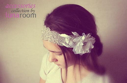 d383bbceb7f Прекрасная лента для волос со стразами и цветком из японского шелка  подойдет как для яркого вечернего образа так и для невесты!