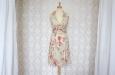 Платье короткое с розовыми цветами из натурального шелка. Фото 1.