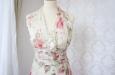 Платье короткое с розовыми цветами из натурального шелка. Фото 3.