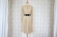 Платье короткое бежевое с бантом. Фото 1.