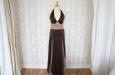 Длинное платье из натурального шелка коричневое . Фото 1.