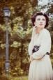 Платье короткое бежевое с бантом. Фото 4.