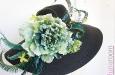 Шляпа с большими полями, цветами и перьями страуса. Фото 4.