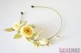 Ободок для волос с лимонными розами, шелк. Фото 3.